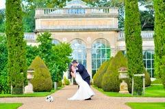 Echtgenoot en vrouw bij het paleis Royalty-vrije Stock Foto's