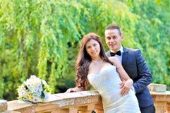 Echtgenoot en vrouw bij het paleis Stock Fotografie