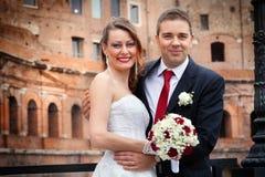 Echtgenoot en vrouw Paarhuwelijk newlyweds stock foto's