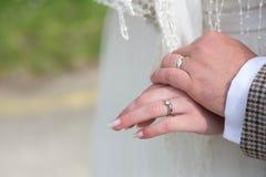 Echtgenoot en vrouwentrouwringen Royalty-vrije Stock Afbeeldingen
