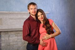 Echtgenoot en zwangere vrouw stock afbeelding