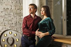 Echtgenoot en zwangere vrouw royalty-vrije stock foto's