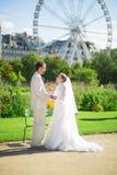 Echtpaar enkel in Parijs stock fotografie