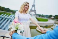 Echtpaar enkel in Parijs, Frankrijk Stock Fotografie