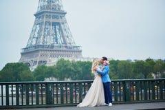 Echtpaar enkel in Parijs, Frankrijk Royalty-vrije Stock Afbeelding