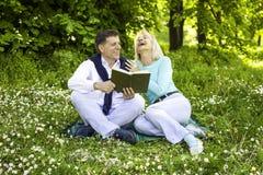 Echtpaar in het park Royalty-vrije Stock Foto