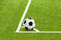 Eckball in der Fußballarena stockfoto