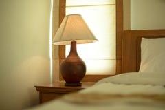Ecke der Lampe im Schlafzimmer Lizenzfreies Stockfoto