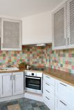 Ecke der modernen Küche Stockbilder