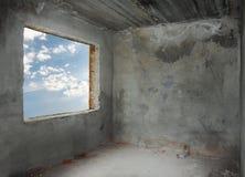 Konkreter Raum mit Fenster Stockfotos