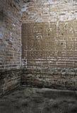 Ecke des alten schmutzigen Innenraums Lizenzfreies Stockbild