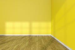 Ecke des leeren Raumes mit gelben Wänden und hölzernem Parkettboden Lizenzfreie Stockbilder