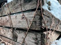 Ecke einer verlassenen Holzkiste stockfoto