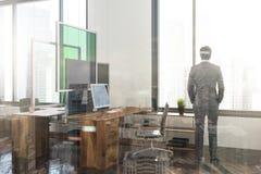 Ecke eines weißen und grünen Büros getont Stockfotografie