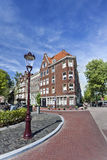 Eckhaus bei Palmgracht in Amsterdam Lizenzfreie Stockfotos
