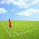 Eckstoßgras im Fußballboden Stockbild