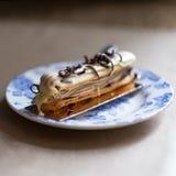 Eclair шоколада с поливой Селективный фокус Стоковая Фотография RF