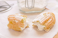 Eclair cake with custard Royalty Free Stock Images