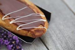 Eclair de chocolate Imagem de Stock