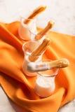 Eclair saporito dolce con crema bianca fotografia stock