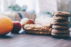 Eclairs και μπισκότα Στοκ εικόνα με δικαίωμα ελεύθερης χρήσης