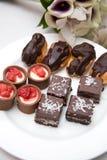 Eclairs шоколада и пирожные Стоковое Изображение