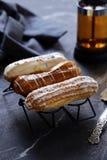 Eclairs da pastelaria dos Choux fotografia de stock royalty free