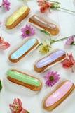 Eclairs mit Glasur stockbilder