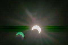 Eclipse solar con los fondos de los efectos luminosos Imagen de archivo libre de regalías