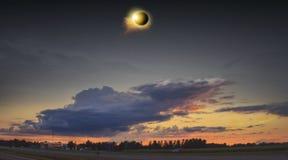 Eclipse solar do espaço Sistema solar, alargamento solar, eclipse total imagem de stock