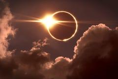 Eclissi totale del sole La luna copre il sole in un'eclissi solare Fotografie Stock Libere da Diritti