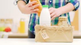 Eco产品交付食物农夫市场工艺箱子 影视素材