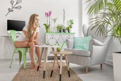 Eco别致的室内设计 免版税库存照片
