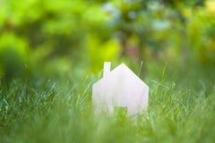Eco友好的房子概念 库存照片