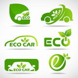 Eco汽车商标-绿色叶子和汽车签署传染媒介布景 免版税库存图片