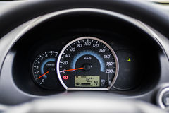 Eco汽车仪器群展示公里每公升 免版税库存照片
