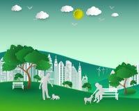 eco的概念与自然和大厦,夫妇的爱愉快的狗 库存图片