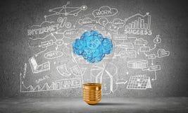 Eco通过电灯泡的创新概念 库存图片