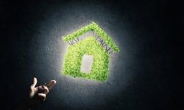 eco建筑学的概念由黑暗的bac的温室提出了 免版税库存图片