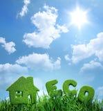 Σπίτι από τη χλόη και το eco λέξης Στοκ φωτογραφία με δικαίωμα ελεύθερης χρήσης