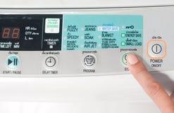Нажмите стиральную машину кнопки eco Стоковое фото RF