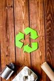 Eco begrepp med återvinningsymbol på bästa sikt M för tabellbakgrund arkivbild