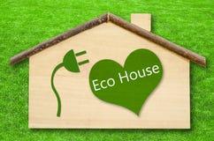 Eco dom na Małym domowym drewnianym modelu Obraz Stock