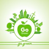 Eco-Energie-Konzept mit Blatt, Stadtbild und Apfel Lizenzfreie Stockfotos