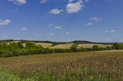 Eco-Felder mit Windkraftanlagen Lizenzfreies Stockbild