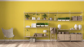 Eco gul inredesign med träbokhyllan, diy lodlinjeG arkivbild