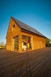 Eco hus i fält Fotografering för Bildbyråer
