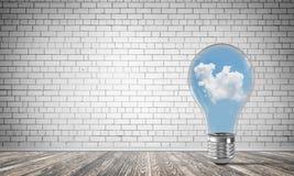 Eco innovationbegrepp med hjälp av lightbulben Fotografering för Bildbyråer