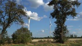 Eco Leistung Windturbinen, die Elektrizität festlegen stock footage