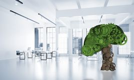 Eco si inverdisce il concetto dell'ambiente presentato dall'albero come il meccanismo o motore di lavoro Immagini Stock
